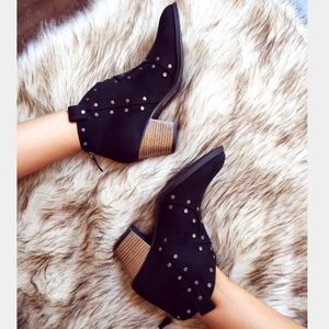Shoes - 🆕️//The Jordan// black studded booties
